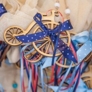 Ξύλινο παλιό ποδήλατο